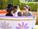 Angelina Jolie đưa con đi chơi công viên
