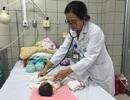 Hai trẻ điều trị ở Bệnh viện Bạch Mai được xuất viện