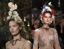 Dàn người mẫu được tô điểm bằng chim muông, hoa lá