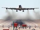 """Su-30 của Trung Quốc nhào lộn sát máy bay """"đánh hơi"""" hạt nhân của Mỹ"""