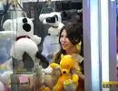 """Công ty Đài Loan xin lỗi vì cho thiếu nữ mặc """"mát mẻ"""" vào máy gắp thú bông"""