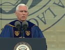 Sinh viên đồng loạt bỏ về khi Phó Tổng thống Mỹ phát biểu