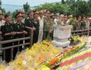 Hàng ngàn lượt người viếng mộ Đại tướng ngày Kỷ niệm Chiến thắng Điện Biên Phủ