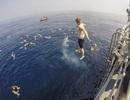 """""""Bể bơi"""" thư giãn giữa đại dương của các binh sĩ Mỹ"""