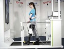 Nẹp chân robot có thể giúp người bị liệt có thể đi bộ