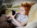 Cảnh báo smartphone cũng giống như... ma túy đối với trẻ em