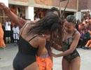 Tù nhân Nam Phi nhảy múa với vũ nữ thoát y gây xôn xao