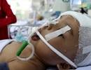 Bị gia đình chối bỏ, bé gái chết mòn trên giường bệnh