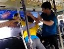 Vụ nhân viên xe buýt đánh nhau với khách: Suýt bị nữ hành khách đâm?