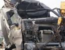 Bé trai 3 tuổi bò ra từ đống đổ nát khi ô tô tông sập nhà