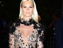 Người đẹp Anh tự tin diện váy xuyên thấu lộ ngực phẳng