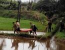 Nam thanh niên chết nổi dưới kênh cùng chiếc xe máy