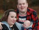 Không thể sinh con, cặp vợ chồng rủ nhau nuôi búp bê