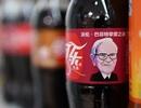 Chân dung tỷ phú Warren Buffett được in trên chai Coca-Cola tại Trung Quốc