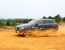 Nghẹt thở ngắm Mercedes-Benz vượt địa hình ở tốc độ 80 km/h