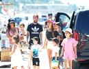 """Messi """"du hí"""" với vợ sắp cưới và gia đình Fabregas, Suarez"""