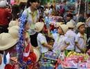 Đồ chơi Trung thu truyền thống: Chỉ để phát, ít trẻ đòi bố mẹ mua