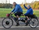 Gần trăm tuổi, cặp vợ chồng già vẫn đi xe đạp đôi hơn 1600 km