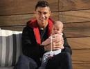"""C.Ronaldo """"đốn tim"""" người hâm mộ với bức ảnh khoe con gái cực đáng yêu"""