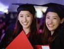 Cặp song sinh 23 tuổi xinh đẹp cùng tốt nghiệp ĐH Harvard danh tiếng