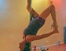 Cụ bà 63 tuổi múa cột tài tình hơn cả gái đôi mươi