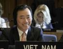 Đại sứ Phạm Sanh Châu chuẩn bị bước vào cuộc phỏng vấn tại UNESCO