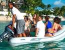 Lewis Hamilton gây sốc với đại tiệc bikini trên du thuyền