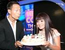 Kim Lý bất ngờ tặng bánh sinh nhật cho Phương Thanh ngay trên sân khấu