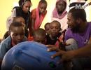 Máy tính được lắp từ rác điện tử giúp trẻ em ở châu Phi lần đầu tiếp xúc với Internet