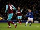 Dân mạng phát sốt vì siêu phẩm từ giữa sân của Rooney