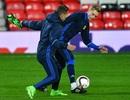 Cầu thủ FC Rostov hứng khởi làm quen sân Old Trafford