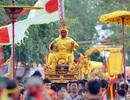 """Lễ rước vua """"sống"""" trên kiệu ngả nghiêng ở Hà Nội"""