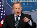 Yêu cầu lạ của người phát ngôn Nhà Trắng trong họp báo