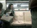 """Chiếc ghế """"lõa thể"""" chống quấy rối tình dục làm khó hành khách nam"""