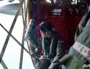 """""""Đỏ mắt"""" tìm kiếm thủy thủ mất tích trong vụ tàu chiến Mỹ va chạm tàu dầu"""