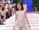 Con gái Vương Phi tự tin làm người mẫu thời trang