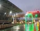 Tài xế trả tiền lẻ qua trạm thu phí BOT ở Thừa Thiên - Huế