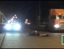 Tông vào xe container đậu bên đường, 2 người thương vong