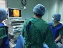 Lần đầu tiên phẫu thuật nội soi tán sỏi mật qua ống Kehr và qua da