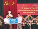 Cán bộ ngành bảo hiểm tặng 1.600 thẻ BHYT cho hộ cận nghèo