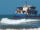 Tìm cách giải cứu tàu chở 3.000 tấn than mắc kẹt 1 tháng tại Huế