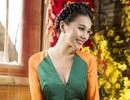 Siêu mẫu Thanh Hằng gợi cảm với áo dài cách điệu du xuân