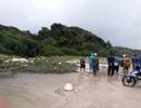 Thi thể người đàn ông đang phân hủy dạt vào bãi biển