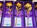 Hoa hồng dát vàng giá 60 nghìn đồng bán nhiều trên vỉa hè Hà Nội