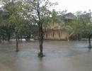 Còn 130 trường học tại Thừa Thiên Huế nghỉ học do lũ lụt