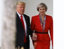 Tổng thống Trump nắm tay thân mật nữ Thủ tướng Anh