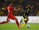 Ngược dòng hạ U22 Singapore, U22 Malaysia tiến sát bán kết