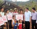 Phó Thủ tướng Vương Đình Huệ động viên, tặng quà người dân vùng tâm bão