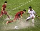 U22 Việt Nam thắng đậm Đông Timor: Trận đấu liều lĩnh trên mặt sân như mặt… hồ