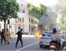 Hà Nội: Người phụ nữ bỏ đi ngay khi phát hiện xe bốc cháy